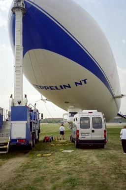 Zeppelin NT am Mast